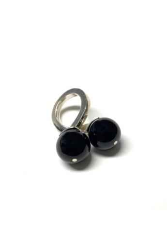 Gaál Gyöngyvér: Duplagolyós gyűrű / ezüst, ónix