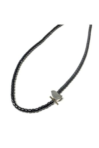 Gaál Gyöngyvér: Hematit madaras nyakék / hematit,ezüst, műgyanta