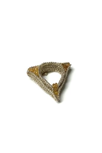 Krausz Dia: Horgolt háromszög ezüstgyűrű sárga kővel