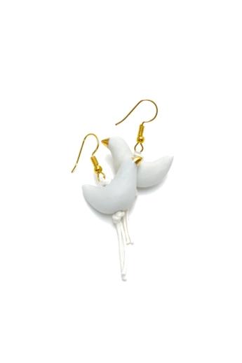 Lantos Judit: Fehér madár fülbevaló