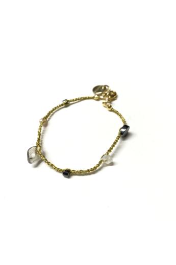 Malutka: Szivárvány - aranyszínű cérnára horgolt karkötő