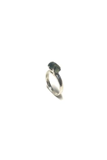 Mester Éva: Zafír gyűrű (kő: csiszolatlan zafír)