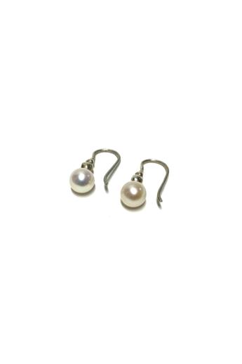 Mester Éva: Gyöngyös fülbevaló (édesvízi gyöngy, cirkónia)