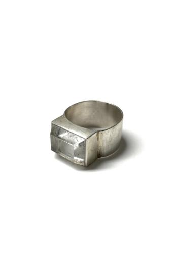 Mester Éva: Szögletes, hegyikristály-köves gyűrű
