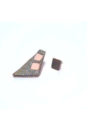 RE Jewel: Ezüst-pink felemás bőr fülbevaló