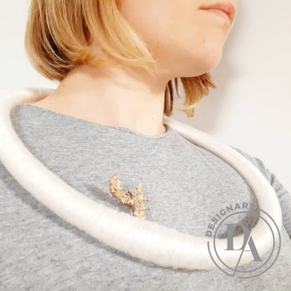 Besnyői Rita: Wonderhunter kör selyem nyakék