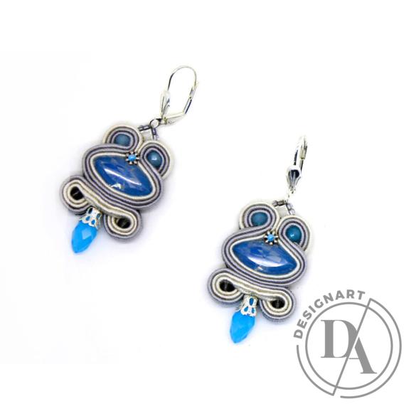 GABEL: Fehér, világos szürke sújtás fülbevaló kék kristályokkal