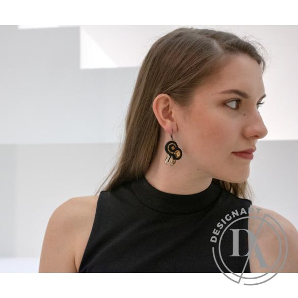 GABEL: Fekete, arany sújtás fülbevaló Swarovski kristállyal