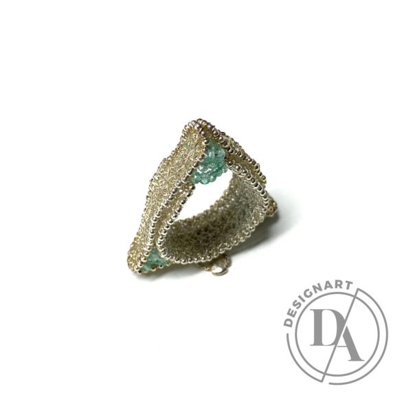 Krausz Dia: Horgolt háromszög ezüstgyűrű zöld kővel