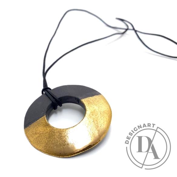 Lantos Judit: Arany-szürke kör medál