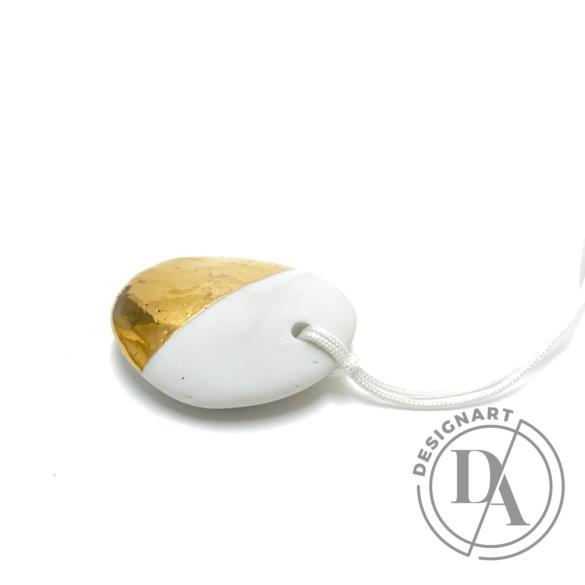 Lantos Judit: Arany-fehér medál