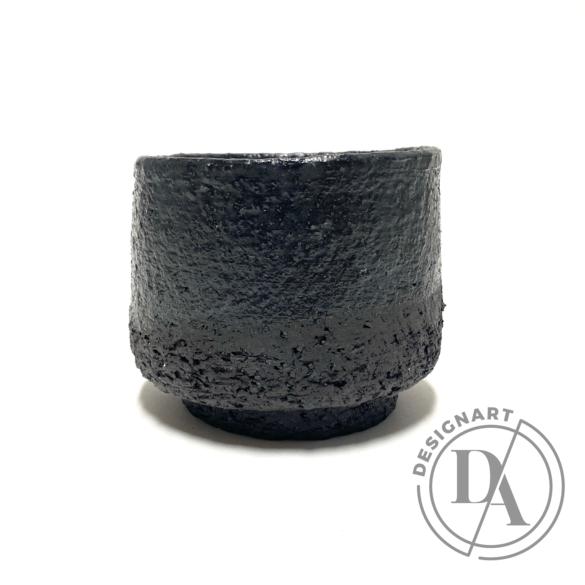 Márta Nóra: Fekete samottos teás bögre / magasság 9cm, ø 10cm