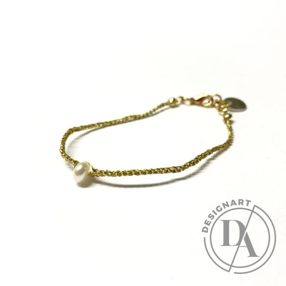 Malutka: Fehér gyöngy - aranyszínű cérnára horgolt karkötő