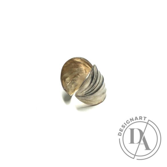 Mester Éva: Leveles gyűrű
