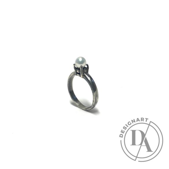 Mester Éva: Gyöngy gyűrű (édesvízi gyöngy)