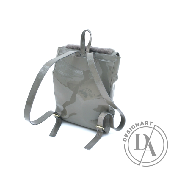 REQU Design: Cápaszürke lakkbőr hátizsák